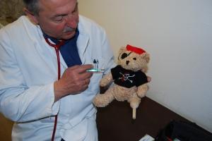 Jack Bearow bei der Impfung