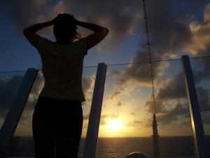 AIDAaura Richtung Mexico Sonnenuntergang