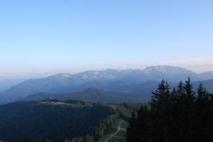 Weitwinkel-Aufnahme vom Brauneck mit Benediktenwand