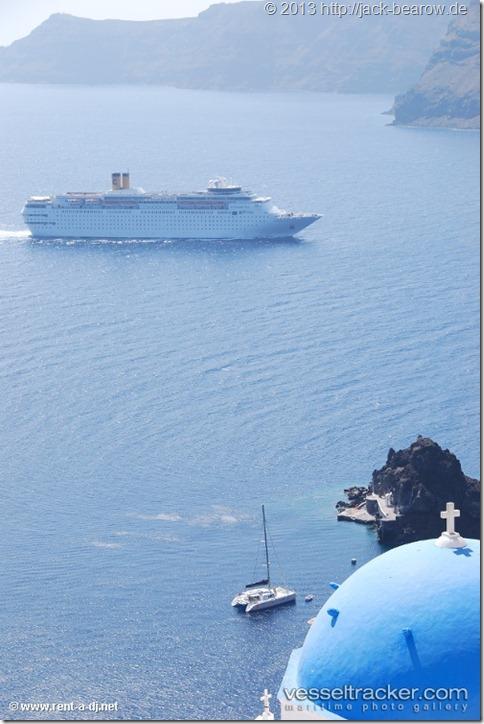 Costa-Neoromantica-Santorini