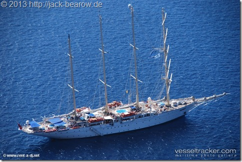 Star-Clipper-Santorini